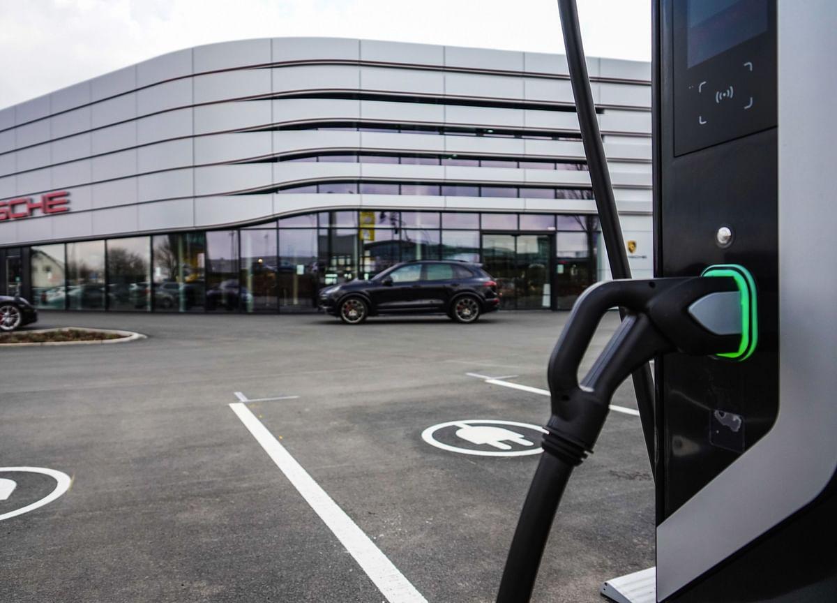 Porsche Plans More Deals to Add Electric, Digital Technology