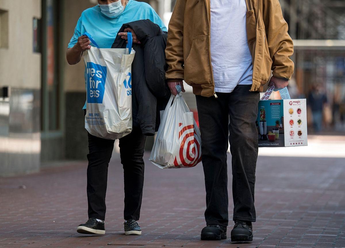 U.S. Consumer Confidence Falls as Job, Income Prospects Ebb