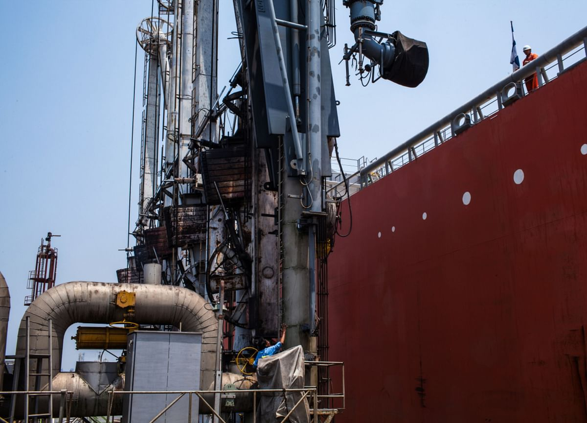 India Grapples With LNG Oversupply as Virus Dashes Demand