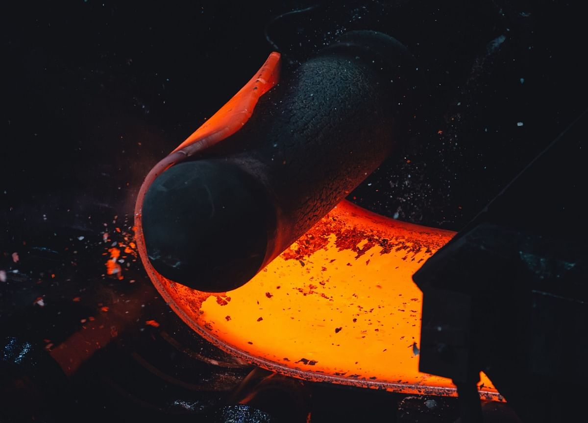 Iron Ore Halts Two-Day Gain as Steel Slides, BHP Mine to Open