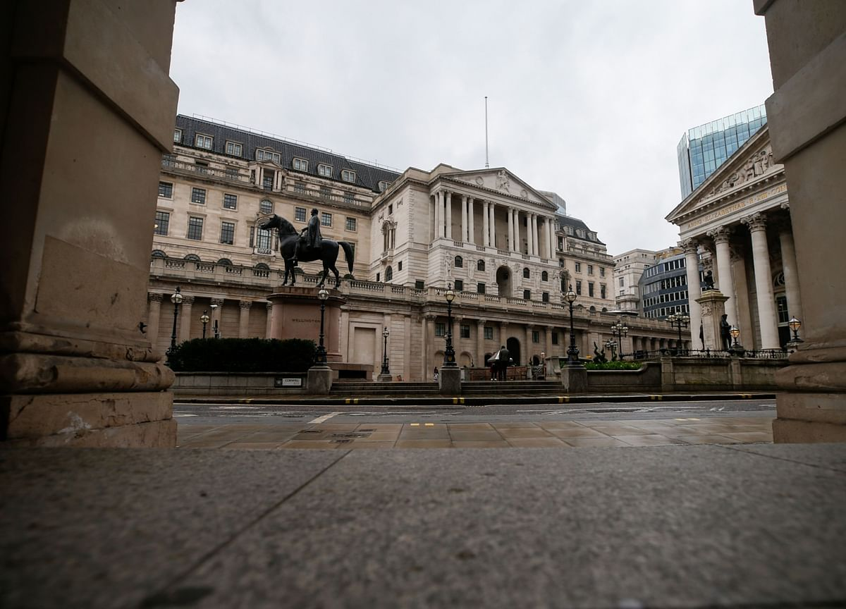 BOE Weighs When to Taper Its Stimulus as U.K. Economy Rebounds