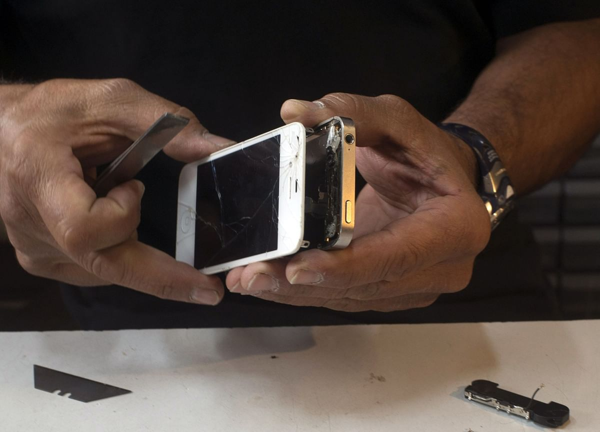 Microsoft and Apple Wage War on Gadget Right-to-Repair Laws
