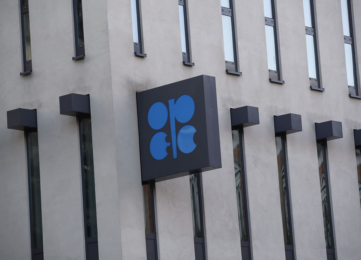 OPEC+ Pushes for Oil Output Deal as Standoff Eases