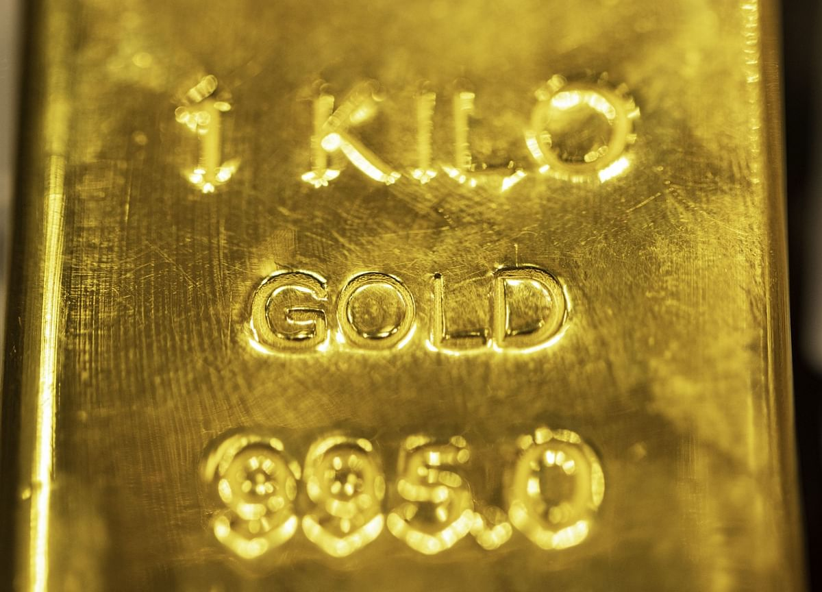 Gold Heads for Biggest Monthly Gain Since July on Inflation Bets