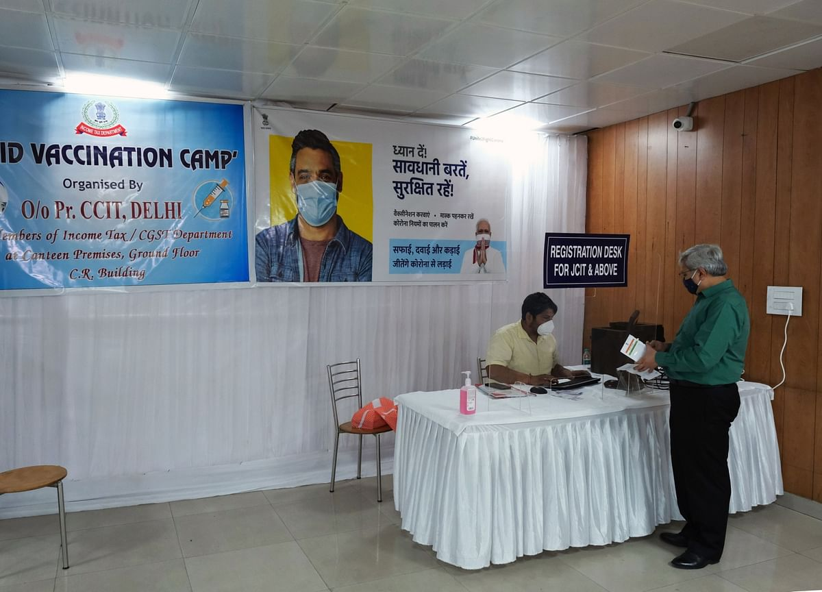 Vaccine-Finder Apps Everywhere in India With Few Shots in Sight