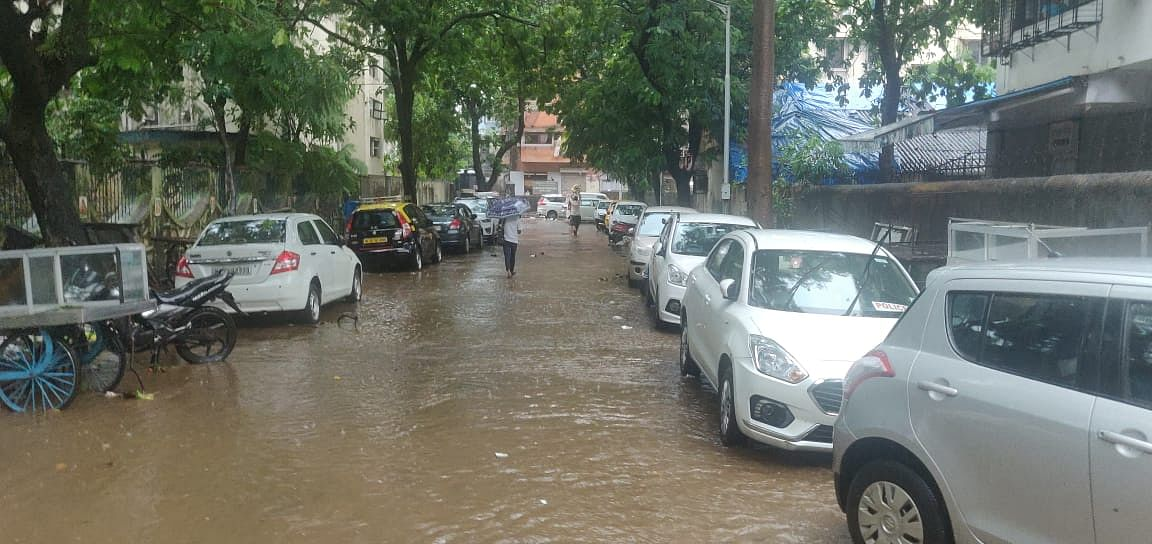 "<div class=""paragraphs""><p>Water logging in Dadar area of Mumbai. (Source: BloombergQuint)</p></div>"