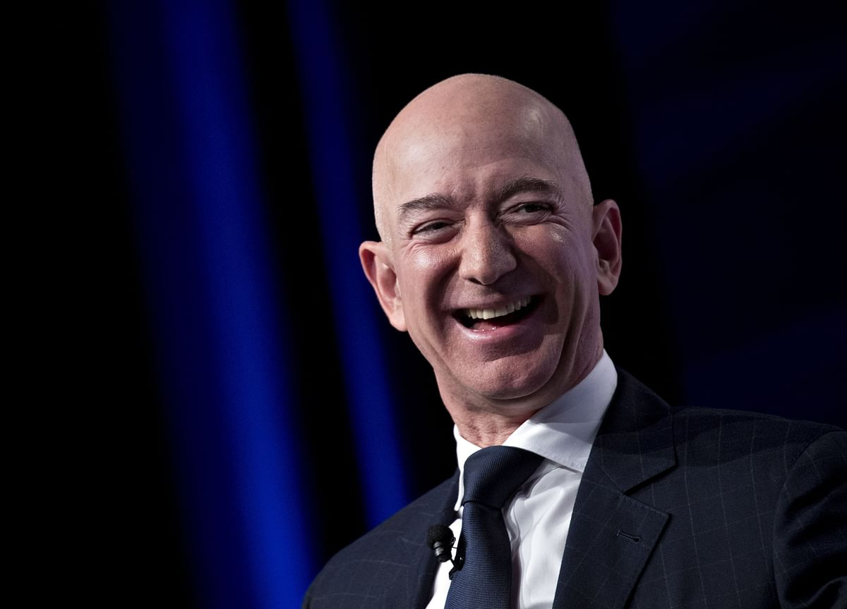 The Untold Story of How Jeff Bezos Beat the Tabloids