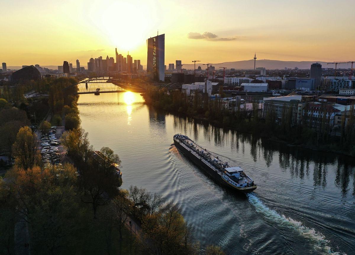 ECB's Guindos Upbeat on Economy Despite Financial Stability Risk