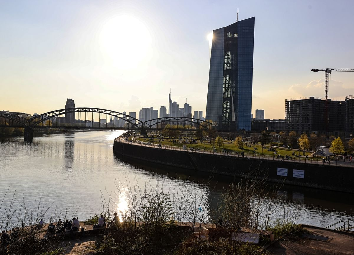 ECB Compromise on Bond-Buying Might Be Brokered by Summer Lull