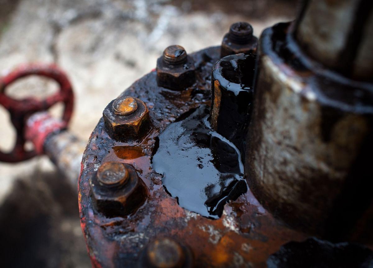 Oil Little Changed as Investors Weigh Iran Talks, Demand Bump