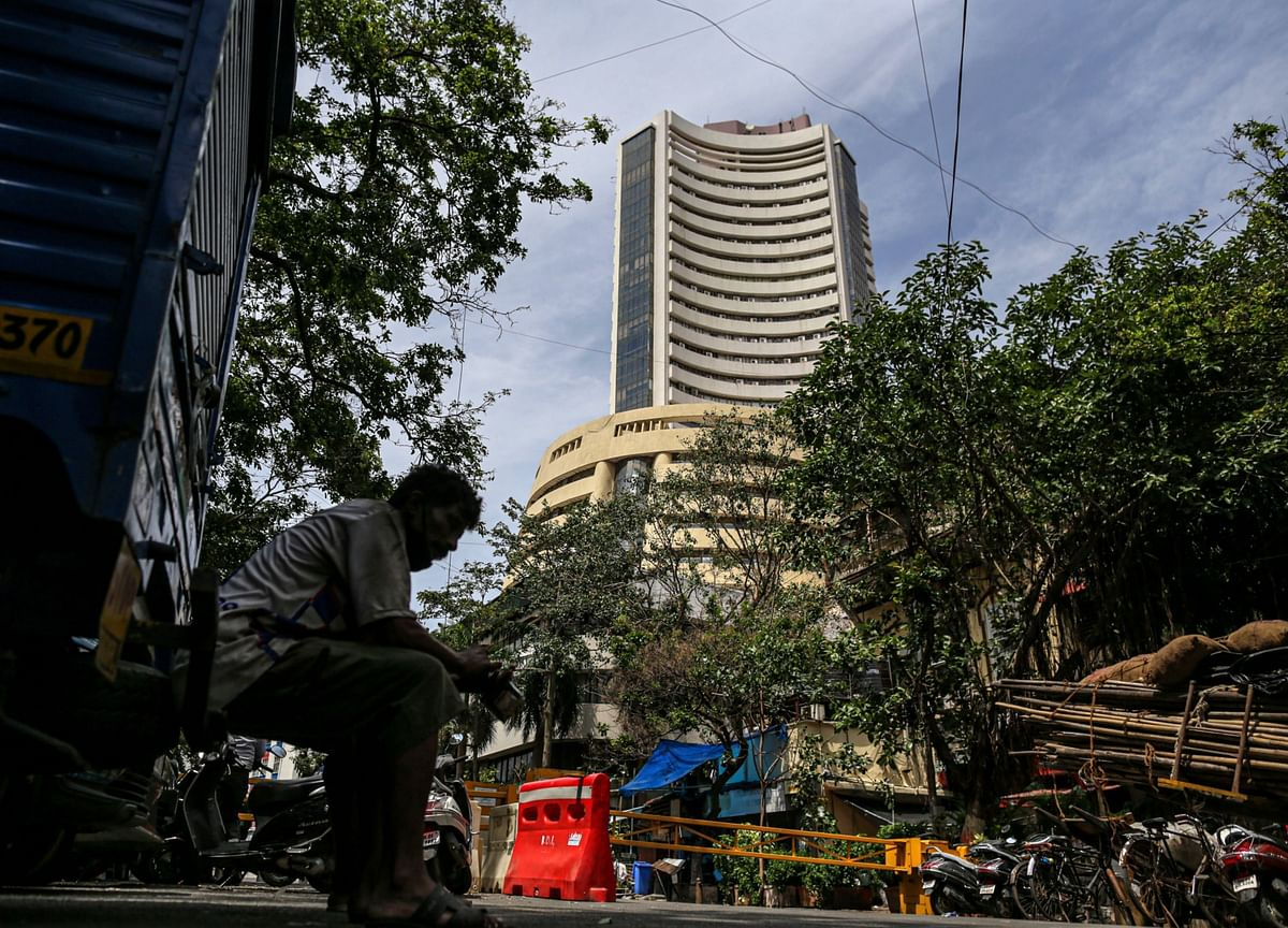 Sensex, Nifty Register Weekly Gains Led By Banks, IT, Metals; RIL Drags