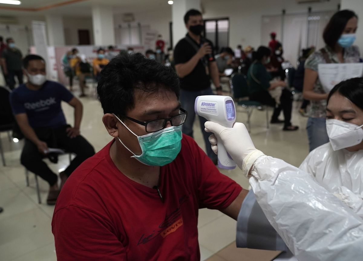 Indonesia's Virus Cases Hit 2 Million as Hospitals Fill Up