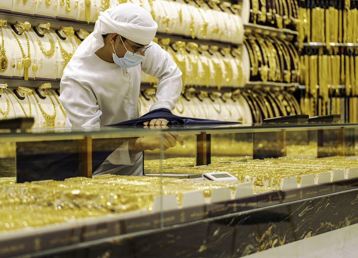 Gold Rebounds After Biggest Loss in 15 Months Lures Investors