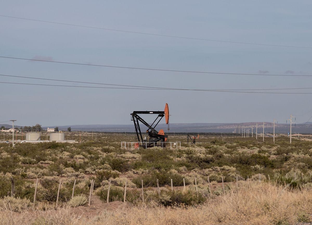 Oil Dips Amid Broader Market Declines and U.K. Virus Rise