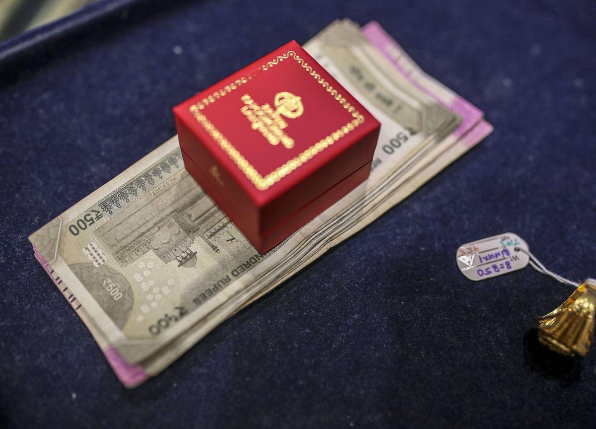 Household Financial Savings Drop For Second Straight Quarter, Debt Mounts: RBI Data