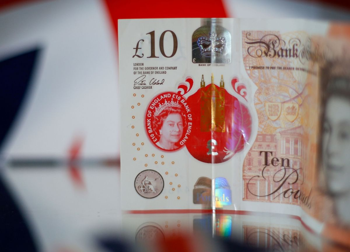 Pound Tumbles as Virus Resurgence Clouds U.K. Recovery Hopes