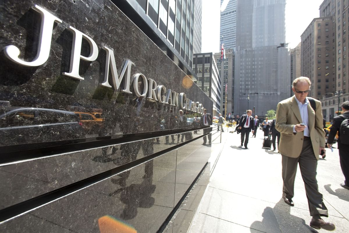 JPMorgan Staff Irked Over Order to Save Texts on Personal Phones