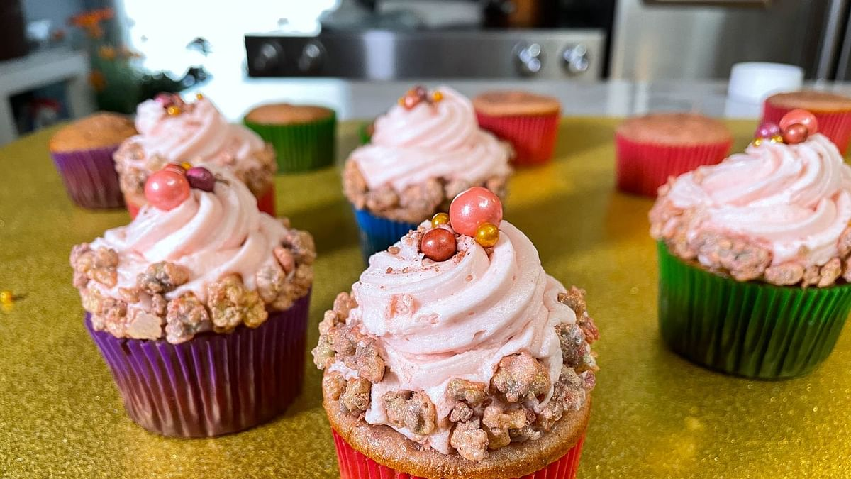 These Sparkling Rosé Cupcakes Are Exactly As Much Fun As You Imagine
