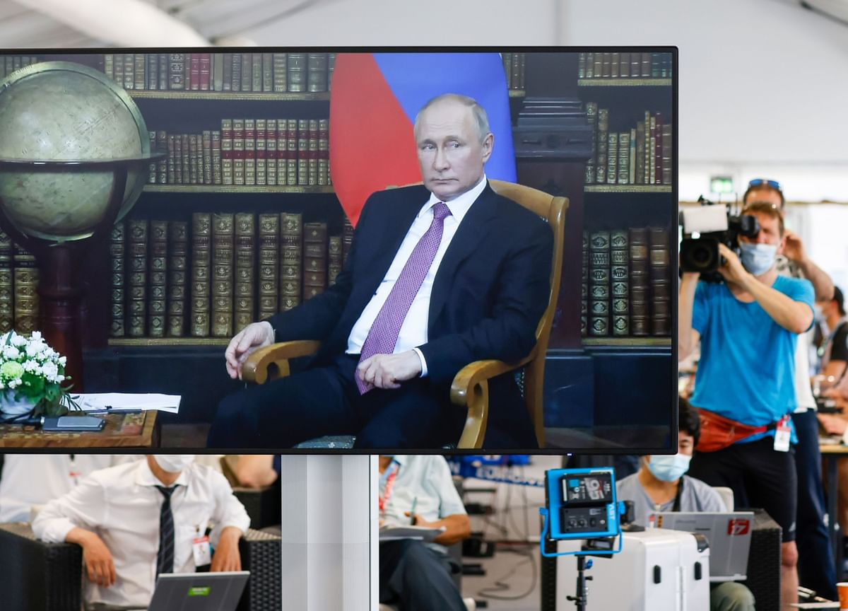 Putin'sBoasts About Covid-19 Safety Are Unraveling