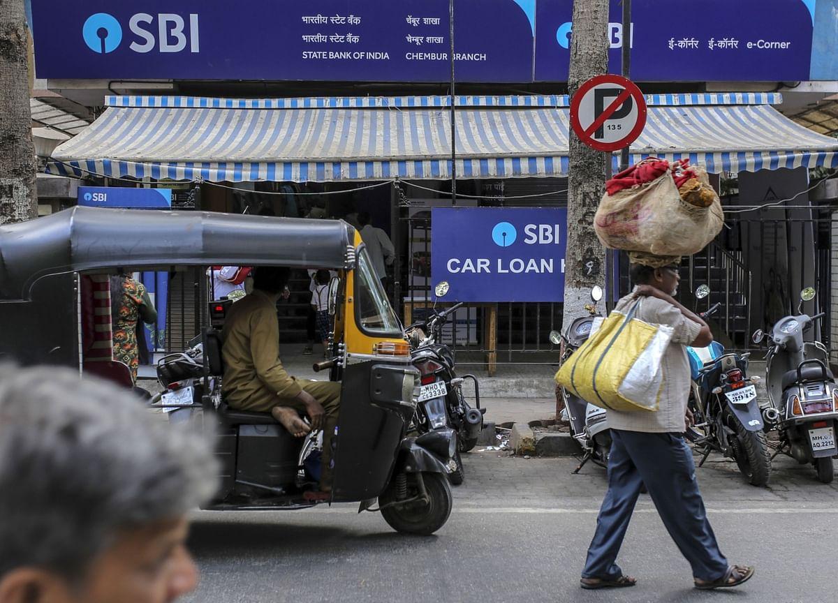 Biggest India Bank Torn Between BlackRock and Funding Coal