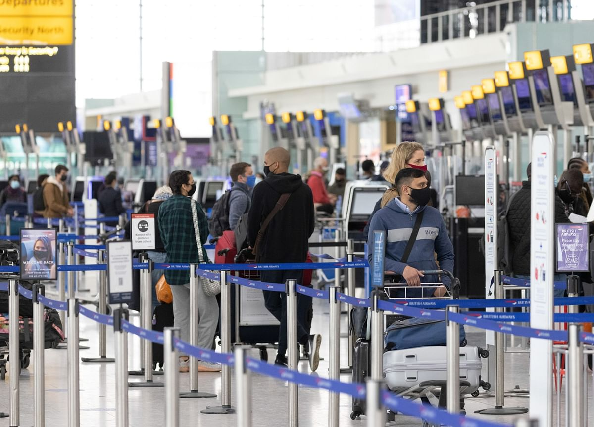U.K. Considers Plan to Open Foreign Travel for Vaccinated Passengers