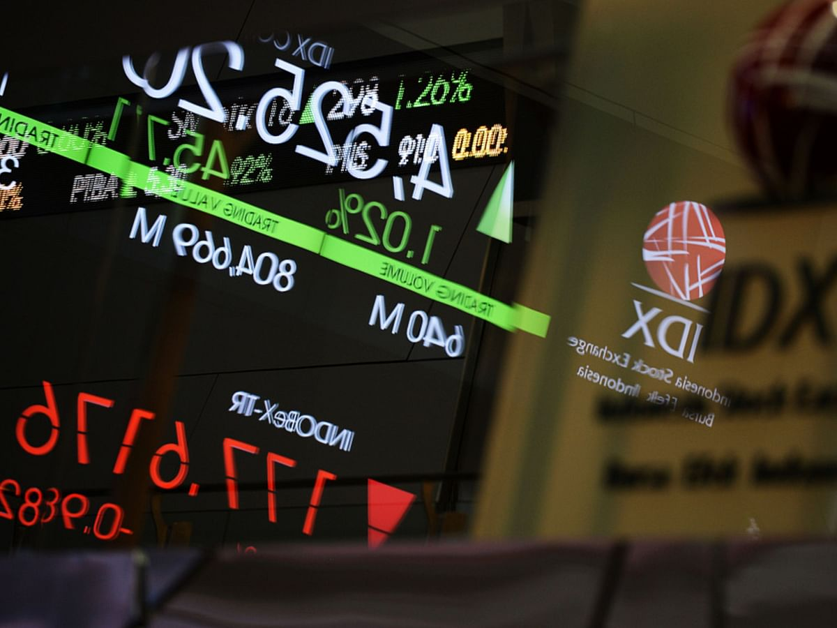 Asia Stocks Drop As Fed Pivot Saps Reflation Bets