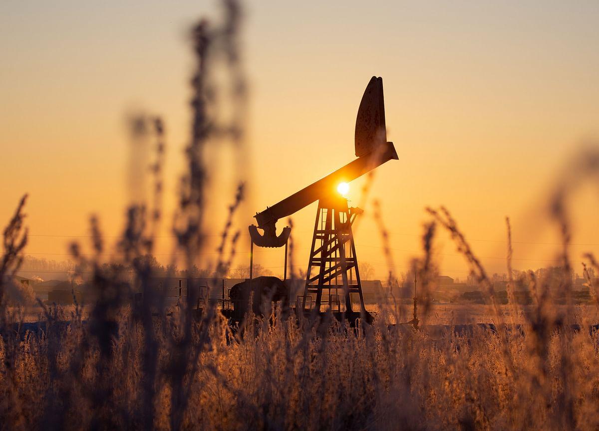 Oil Rises Ahead of OPEC+ Meet With Iran Talks at Standstill