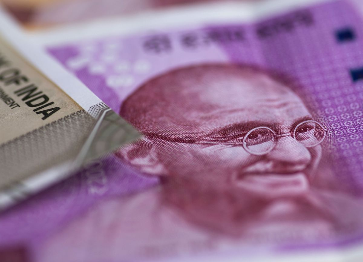 India Posts Record Fiscal Gap Amid Spending to Cushion Economy