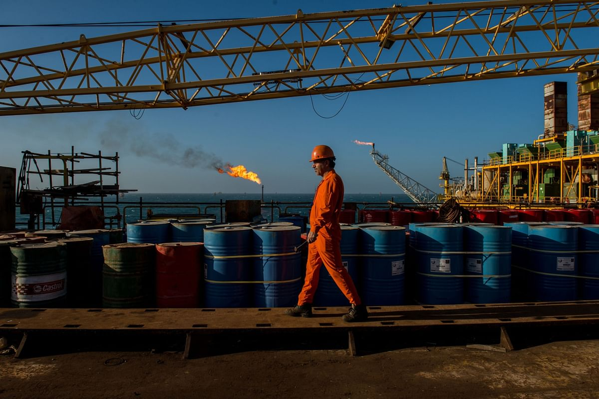 Iran Says It Can Quickly Boost Oil Output If Sanctions End