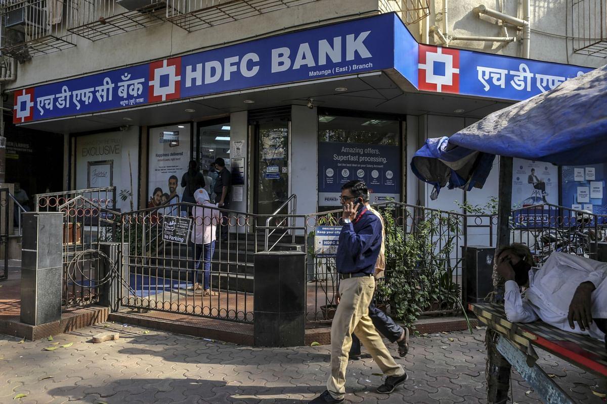 HDFC Bank Profit Misses Estimate as Bad Loans Rise on Virus Wave