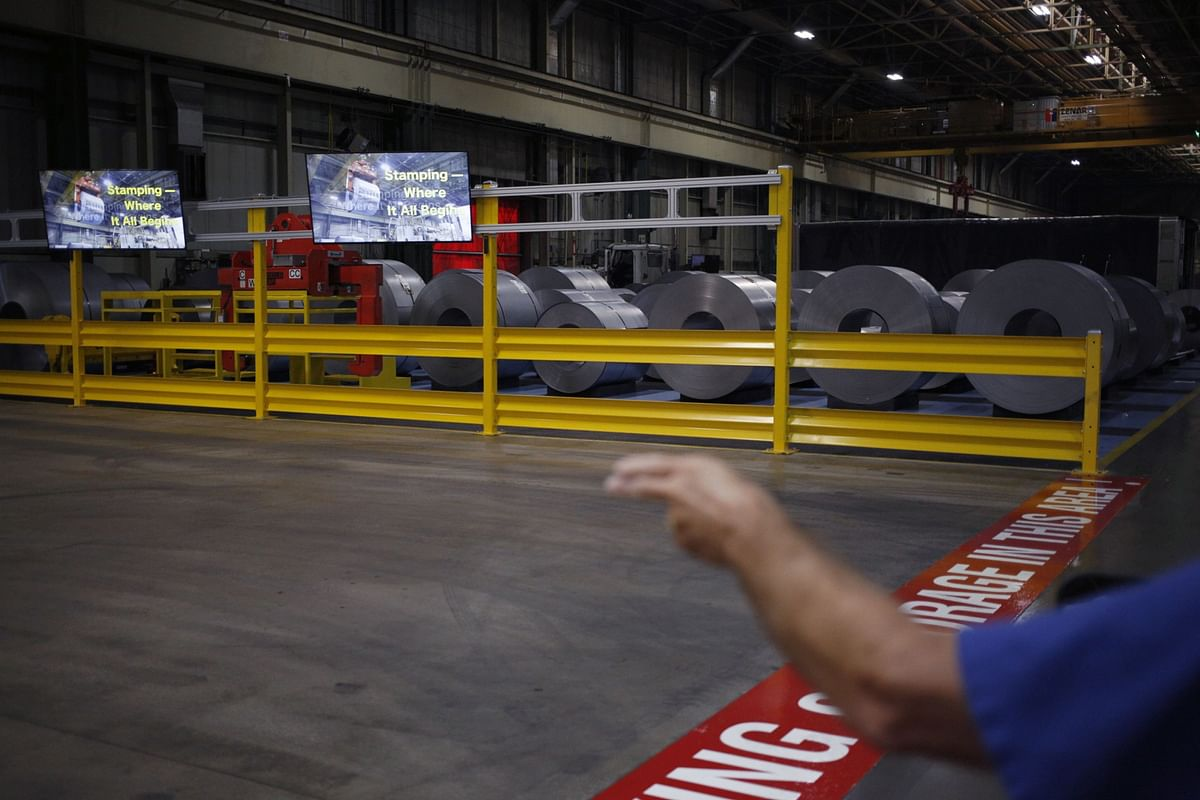 Factory Production in U.S. Declines Unexpectedly on Auto Output