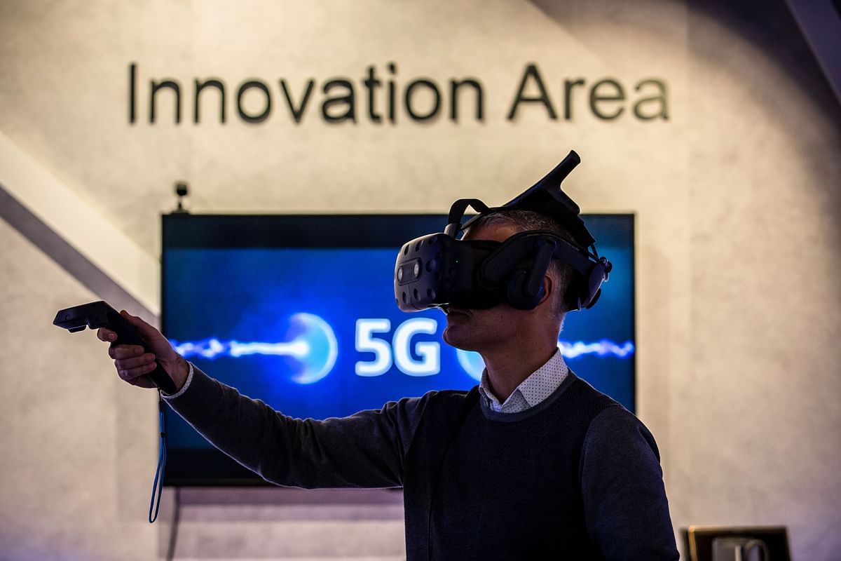 """<div class=""""paragraphs""""><p>An employee wears a virtual reality headset at the Telefonica SA innovation center in Barcelona, on Jan. 21, 2021. (Photographer: Angel Garcia/Bloomberg)</p></div>"""