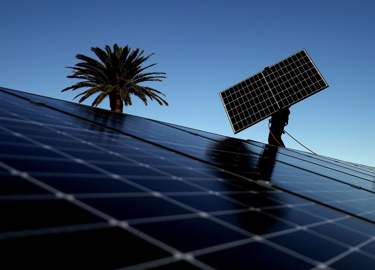 Reliance Considers Bid for India's Solar Incentives in Green Push