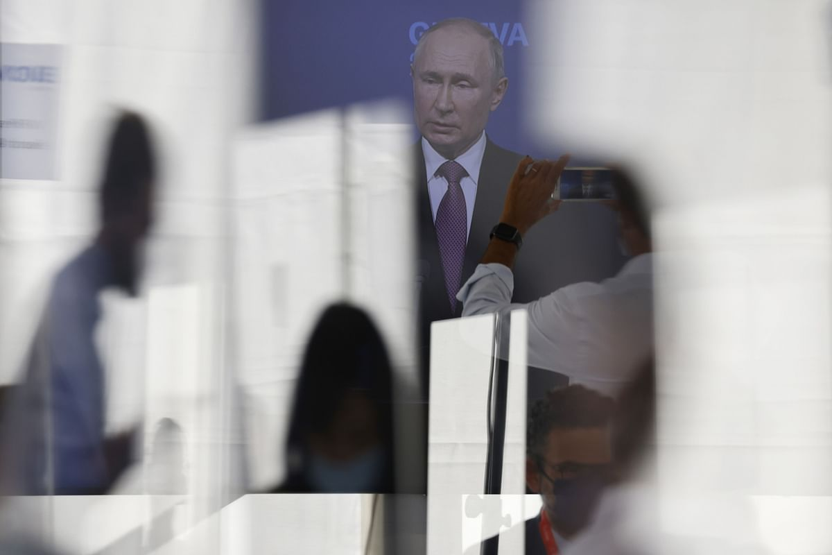 Putin Touts Russia's Hypersonic Nuclear Weapons at Naval Parade