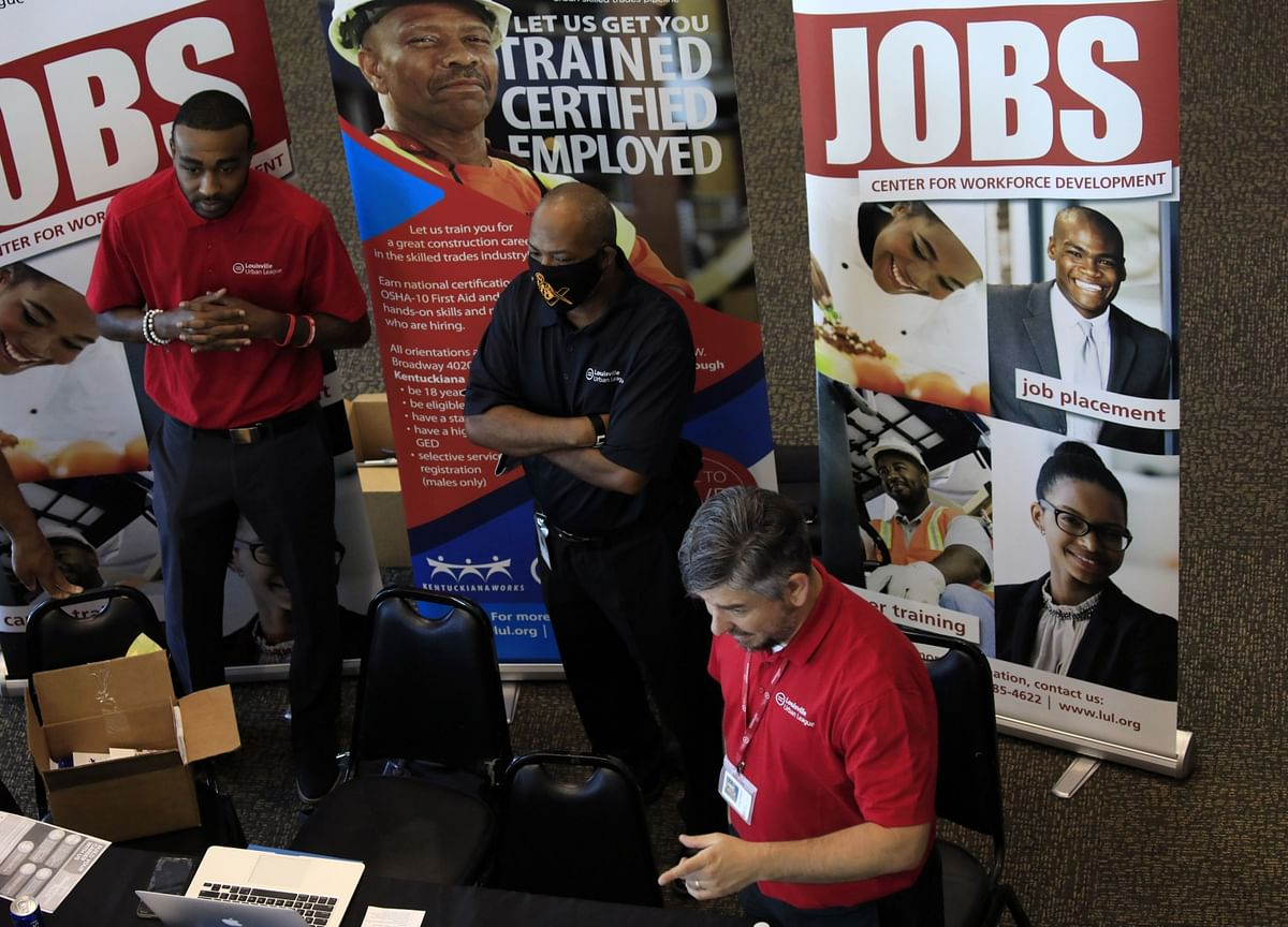 Jobless Claims Fall to Pandemic Low, Underscoring U.S. Rebound
