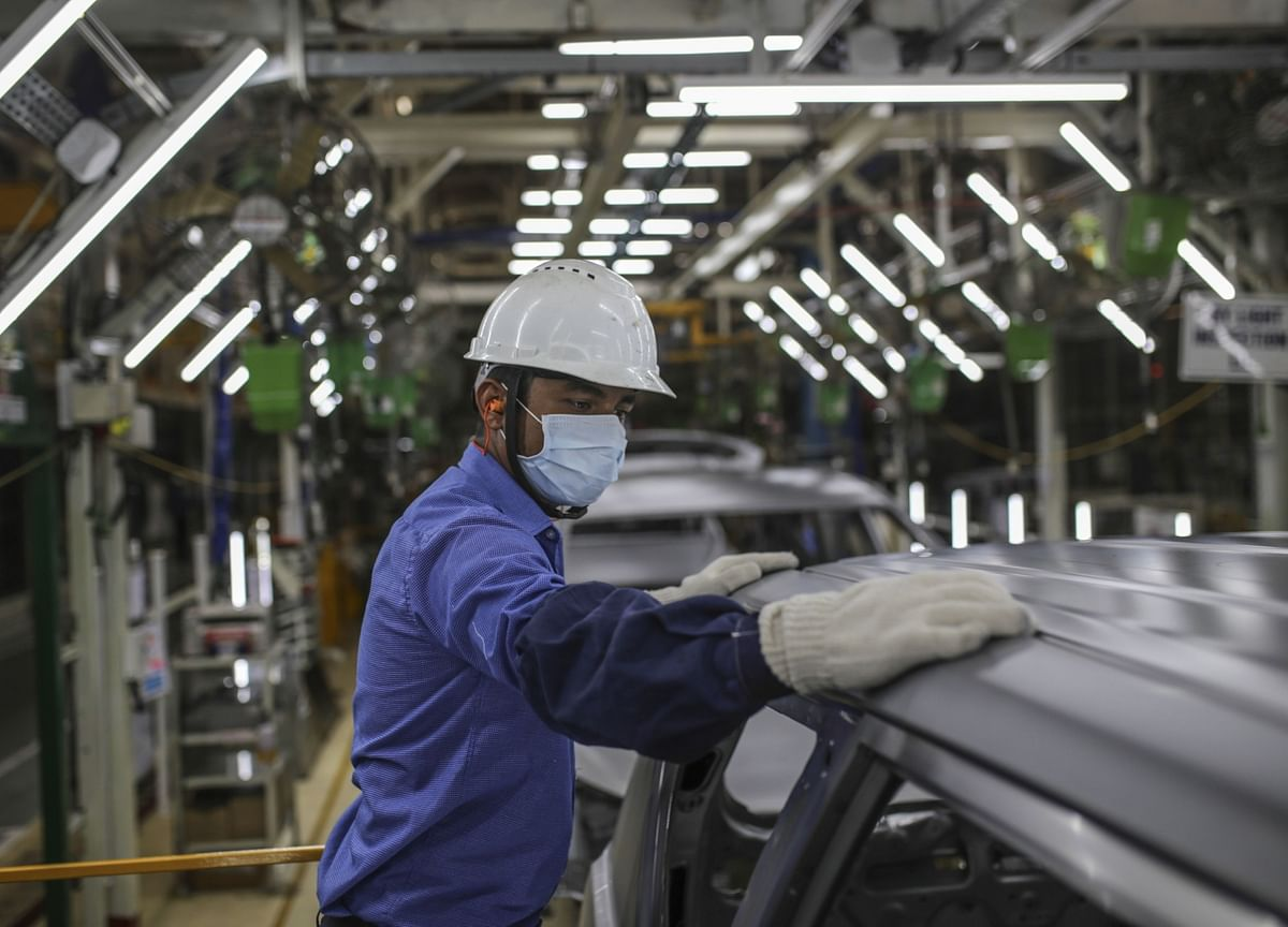 India's Manufacturing PMI Contracts For The First Time In 11 Months