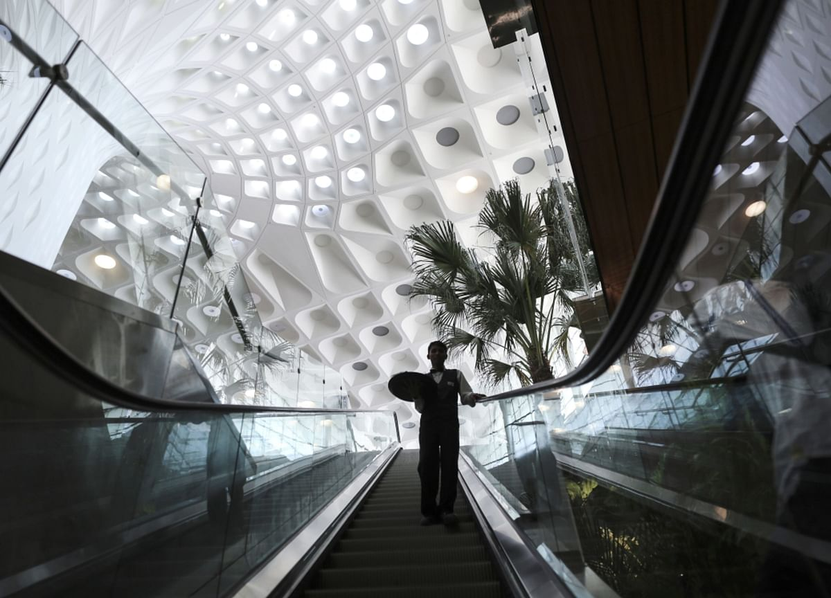 Billionaire Adani to Control Mumbai Airport in Rebound Bet