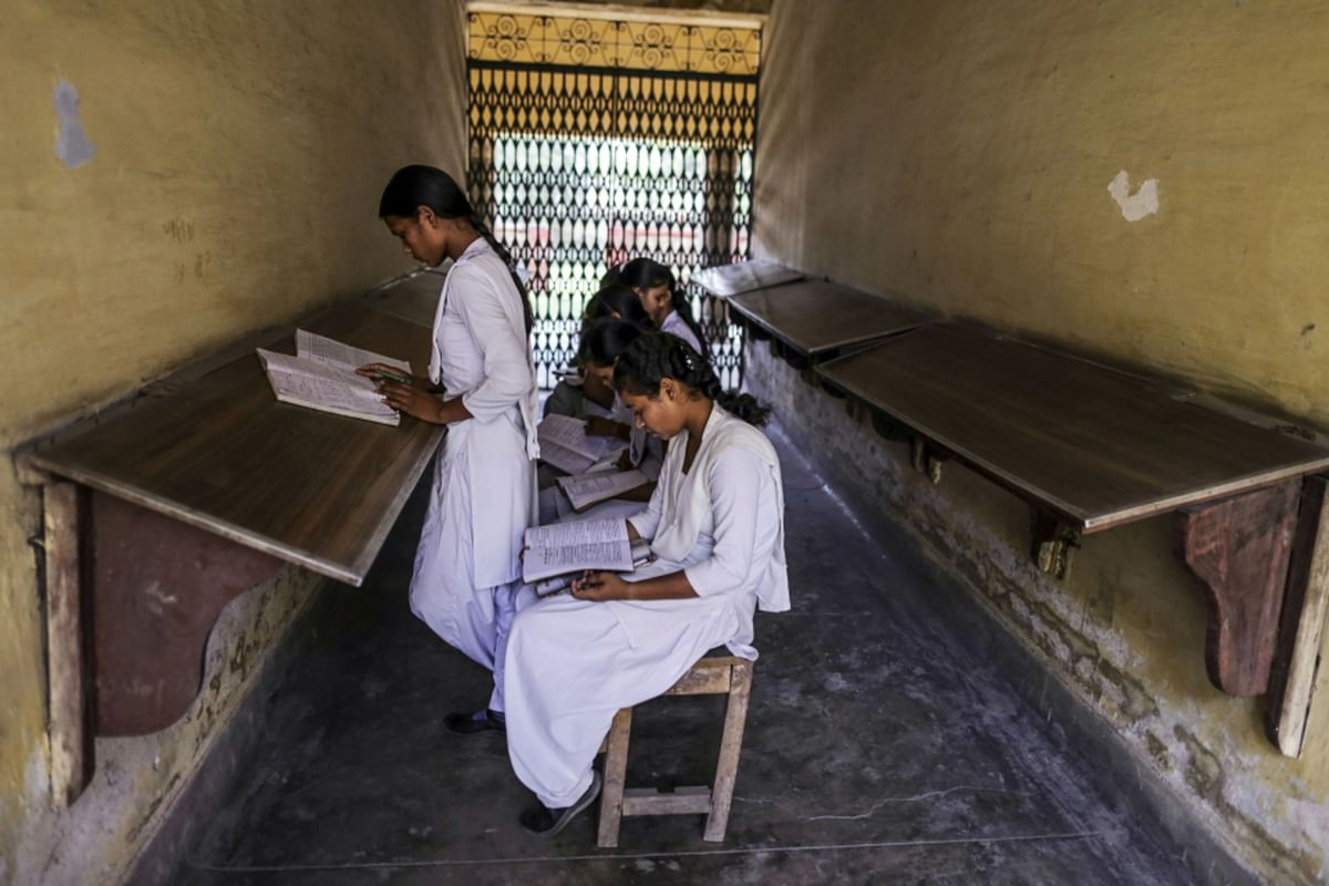 """<div class=""""paragraphs""""><p>Students study at a college in Uttar Pradesh. (Photographer: Dhiraj Singh/Bloomberg)</p></div>"""
