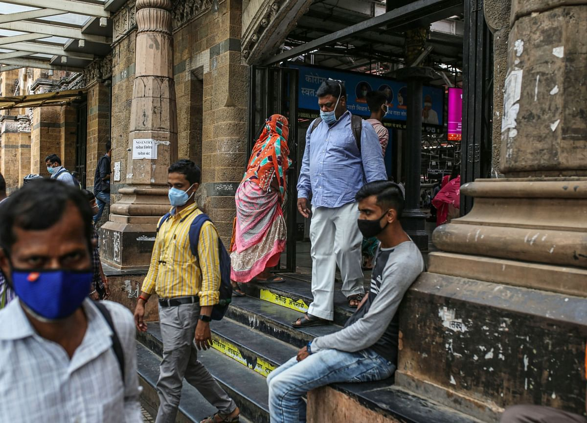 U.S. Scales Back India Travel Warning as Covid Outbreak Eases