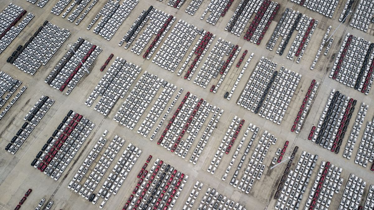 """<div class=""""paragraphs""""><p>Vehicles sit parked in the parking lot of the SAIC-GM-Wuling Automobile Co. Baojun Base plant in 2017. (Photographer: Qilai Shen/Bloomberg)</p></div>"""