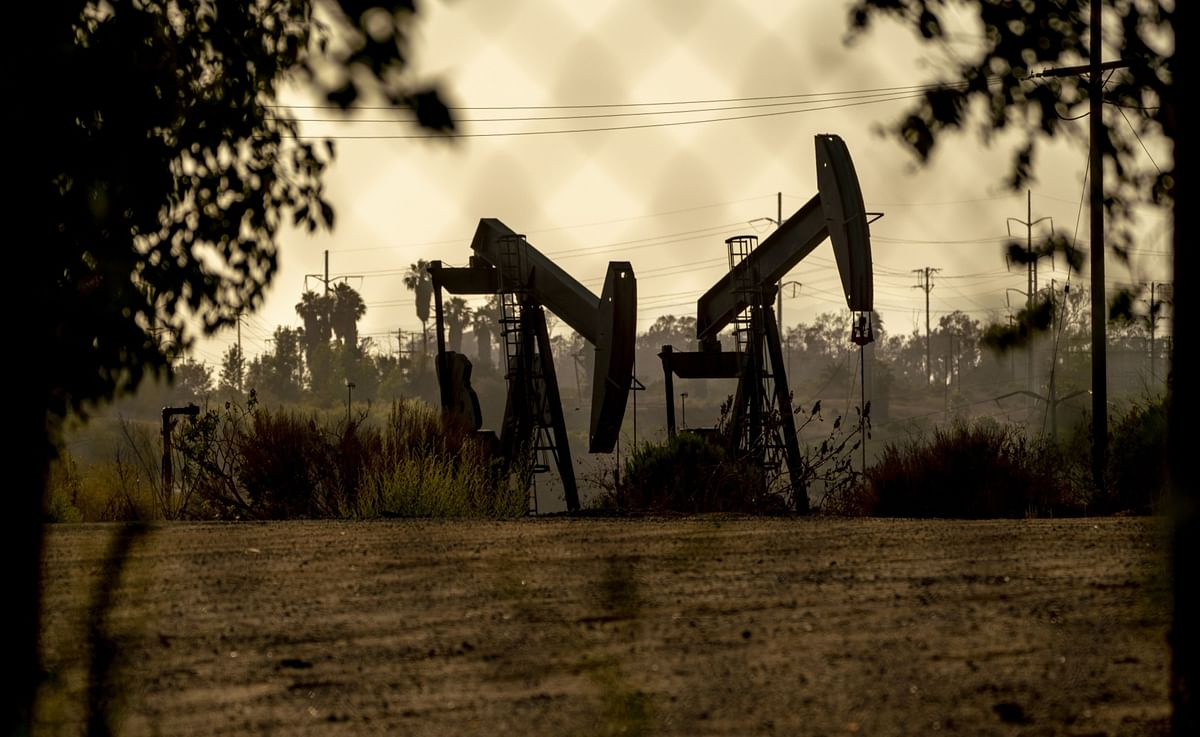 Oil Caps Worst Week in 10 Months as Delta Fears Shake Outlook