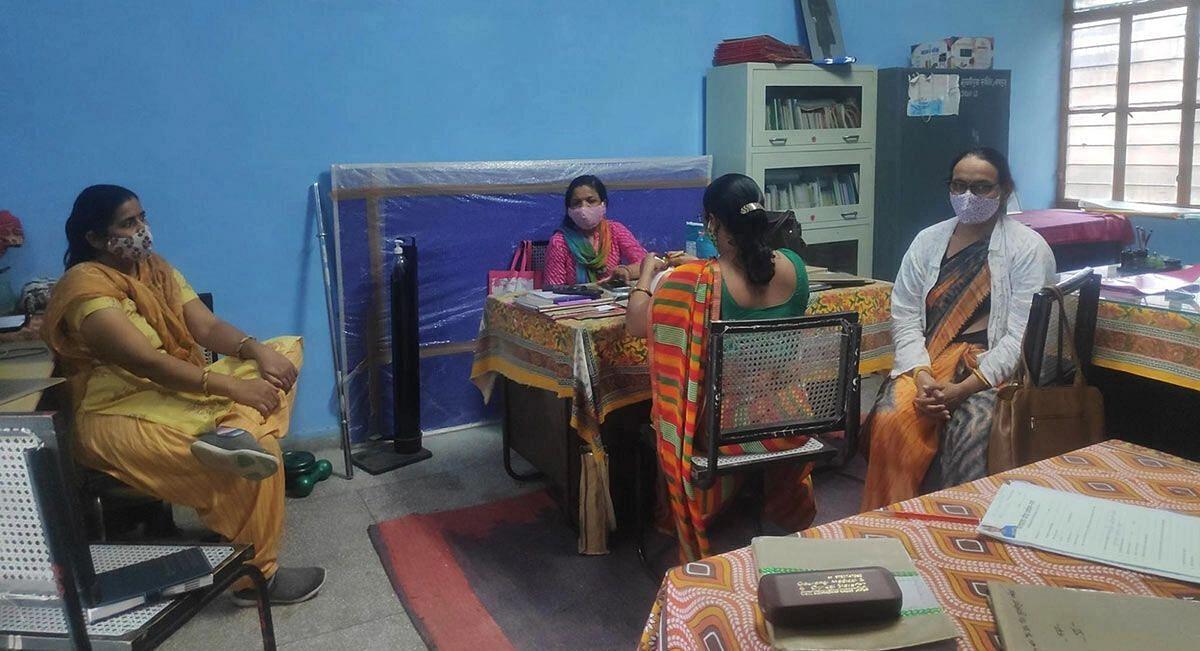 "<div class=""paragraphs""><p>Teachers in the government school in Vidhyadhar Nagar in urban Jaipur, Aug 2. (<em>Photo Credit: Shreya Khaitan/IndiaSpend)</em></p></div>"