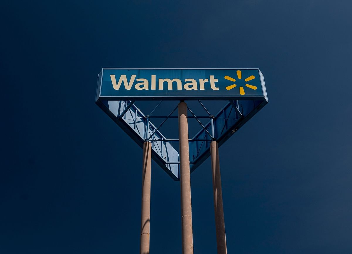 Walmart's Slowing E-Commerce, Margin Weigh as Sales Beat