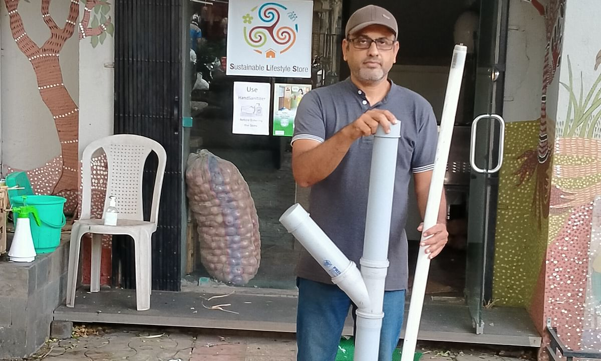 The Tubelight Crusher - a simple contraption made with a used paint bucket, PVC pipes and lids