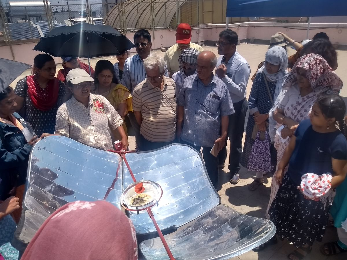 Vishakha Chandhere explaining the working of a solar cooker