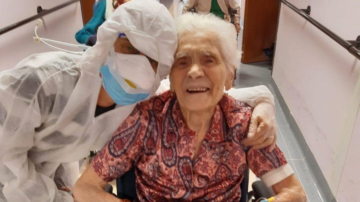 """Biella, a 104 anni nonna Ada guarisce dal coronavirus: """"Dopo due guerre ha superato anche la ..."""