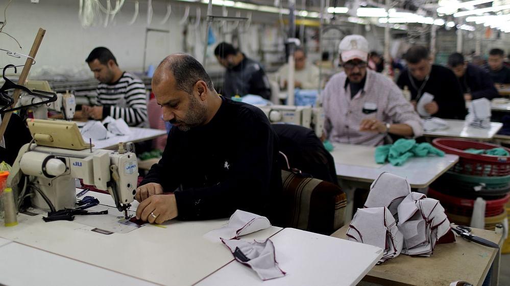 Gaza garment factory shifts production to masks amid coronavirus