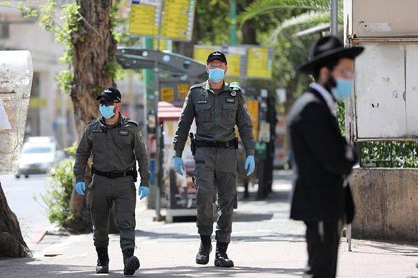 Coronavirus: police check 'red zone' Bnei Brak