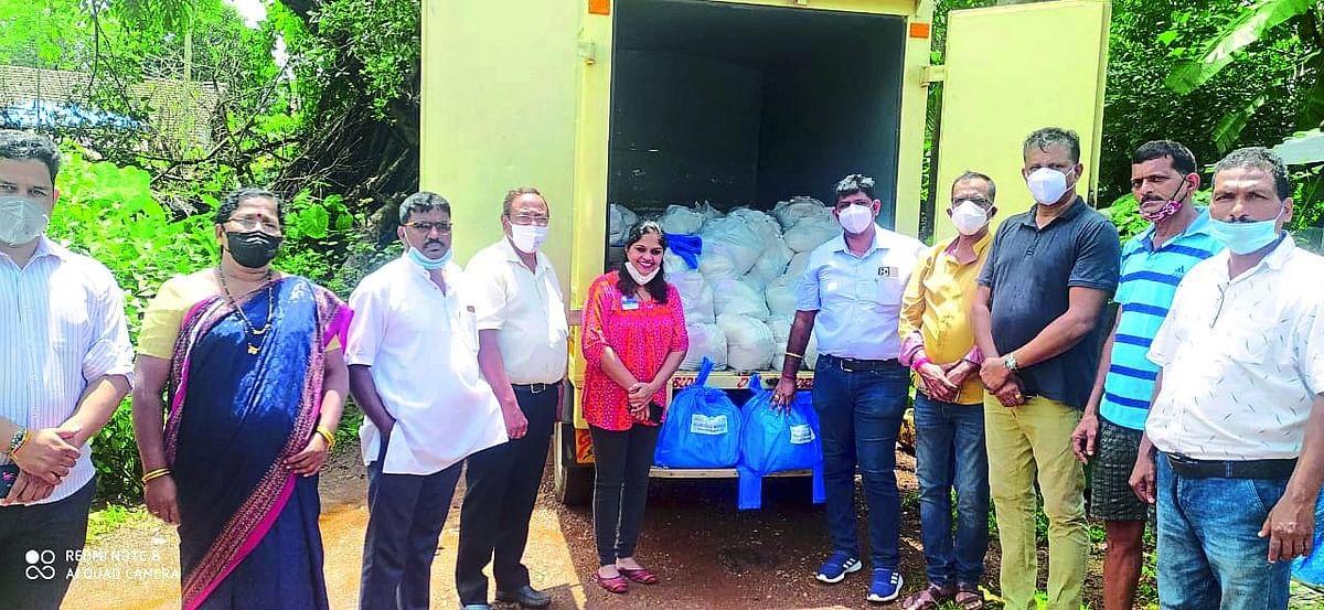 Goa Floods: वाळपई काँग्रेसतर्फे ३२५ पूरग्रस्तांना मदतीचा हात