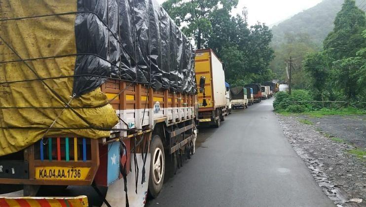 Goa: Road Work in Chavadi-Cancona.